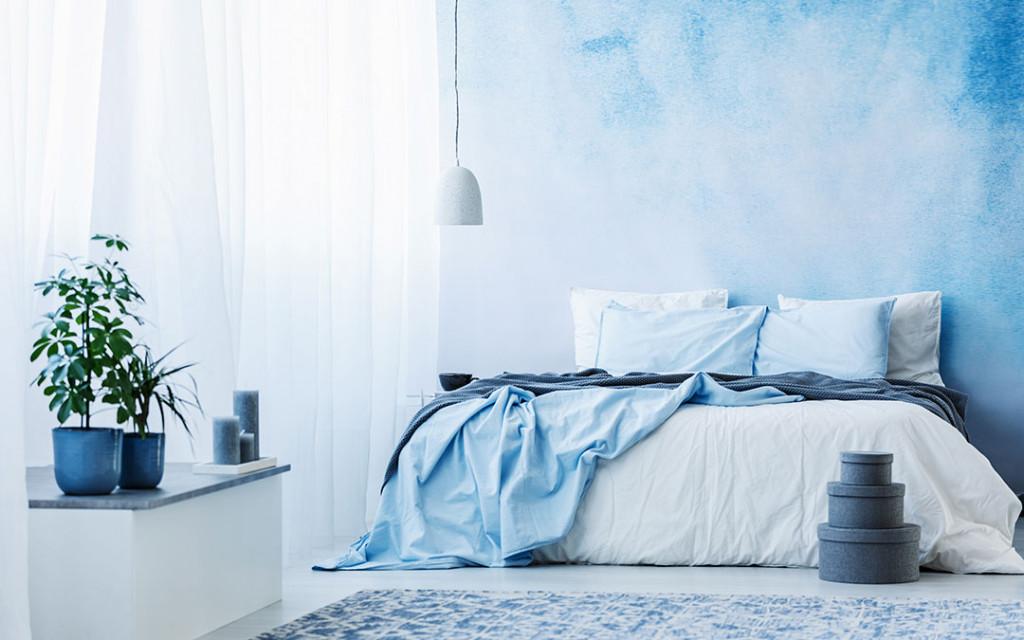 A-bedroom-coloured-with-monochromatic-Blue