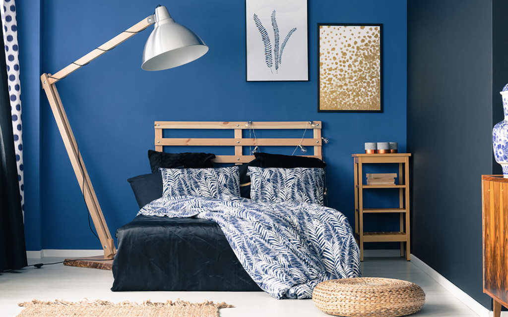 A-bedroom-painted-with-Indigo-and-White-colour