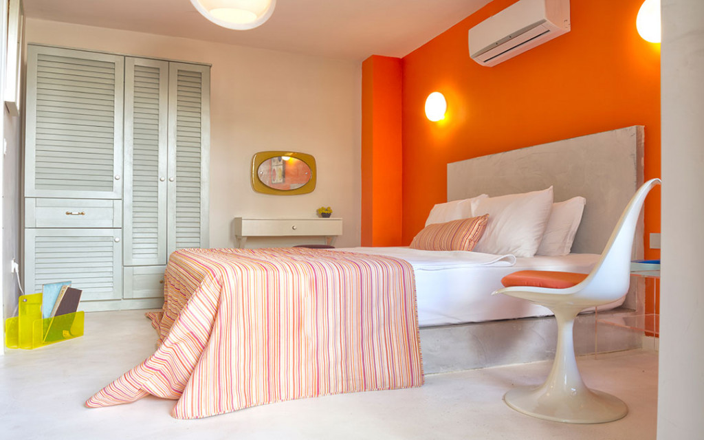 Modern-bedroom-coloured-with-orange