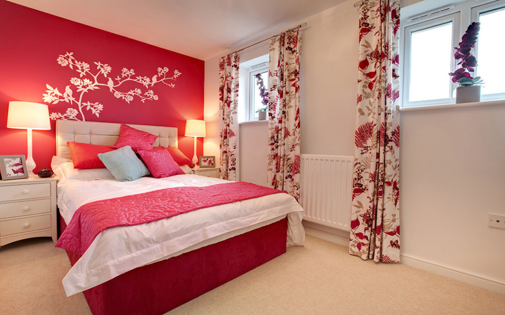 Red-wall-paint-color-for-bedroom-with-floral-wall-texture-designs
