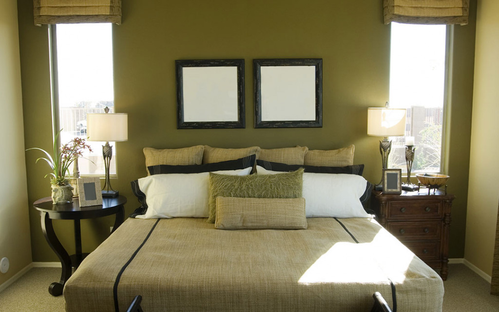 bedroom-painted-with-dark-colours