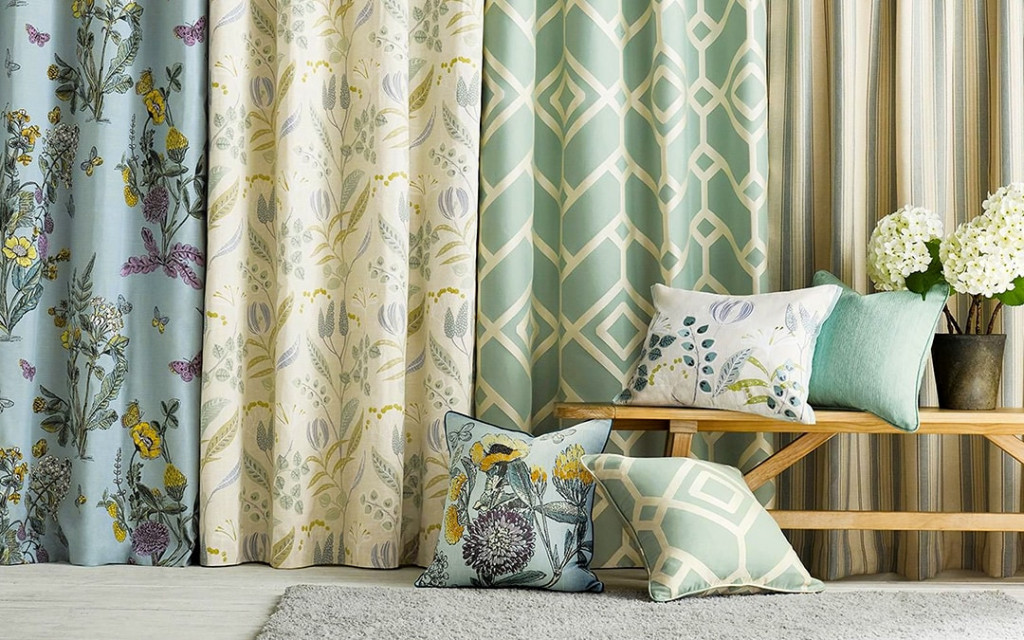 Different-curtains-for-small-space-living-room