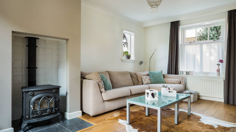 How-to-make-a-small-living-room-looks-larger