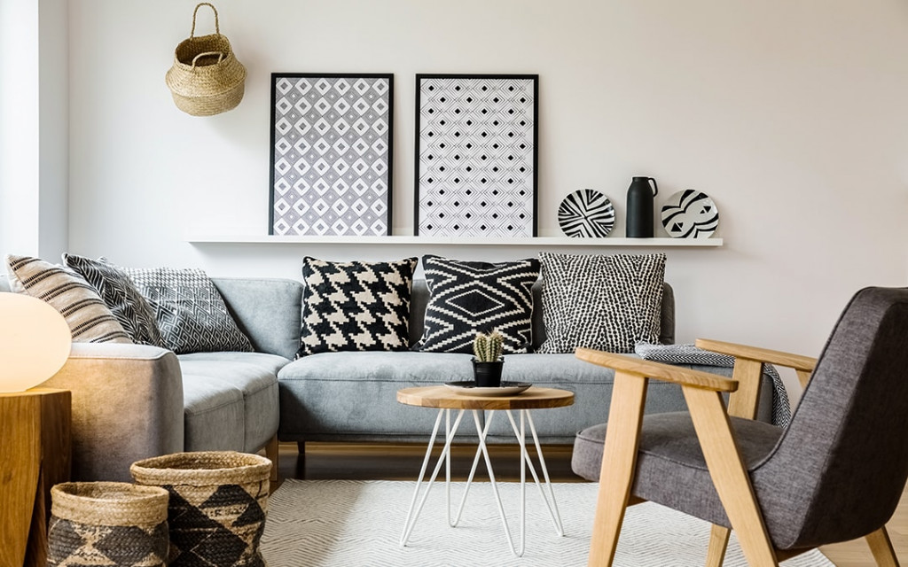 Usage-of-shelves-and-furnitures-in-small-space-living-room-makes-bigger