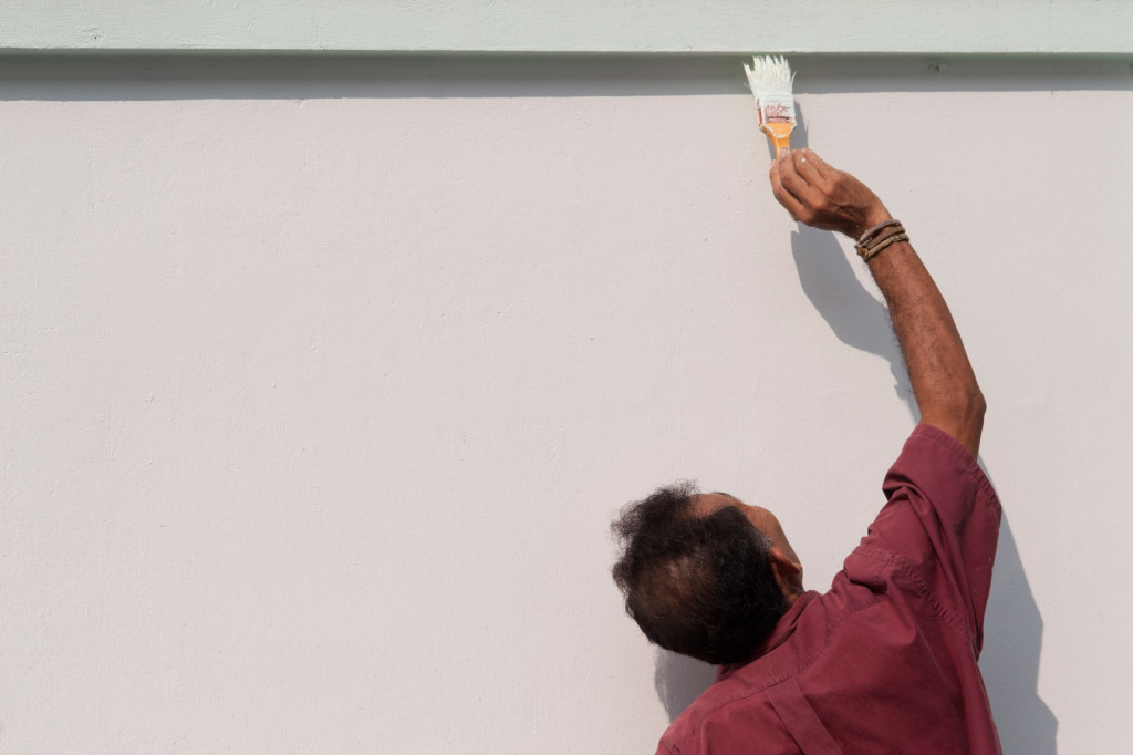 applying exterior wall paint